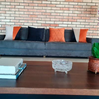 Almofada Linho 52x52cm com aplique cordinha veludo
