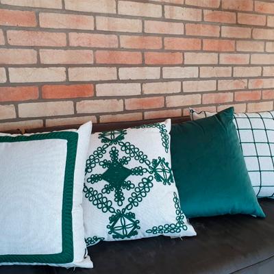 Almofada linho 52x52cm com aplique cordinha verde
