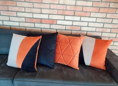 Almofada veludo 52x52cm - bege/laranja e preto