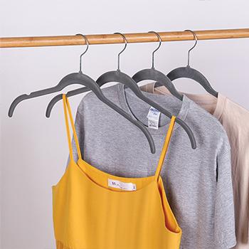 Cabide de veludo Camiseta Adulto - Cinza com gancho prata - Fixel
