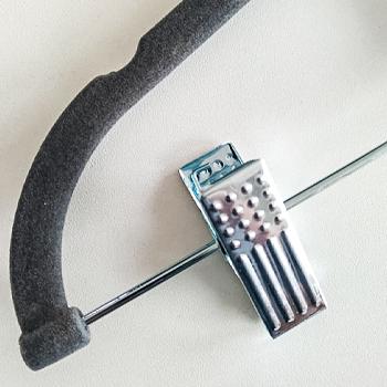 Cabide de veludo com presilhas - Cinza com gancho prata - Fixel