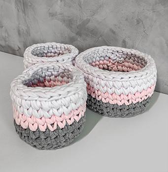 Kit com 3 cachêpos de mesa e Cachepô Grande coração - Branco, Rosa e Cinza
