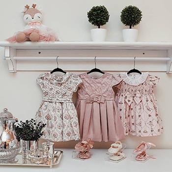 Kit Organização Baby 2 MENINA - 50 Cabides Infantil e 12 Colmeias Cristal Branca