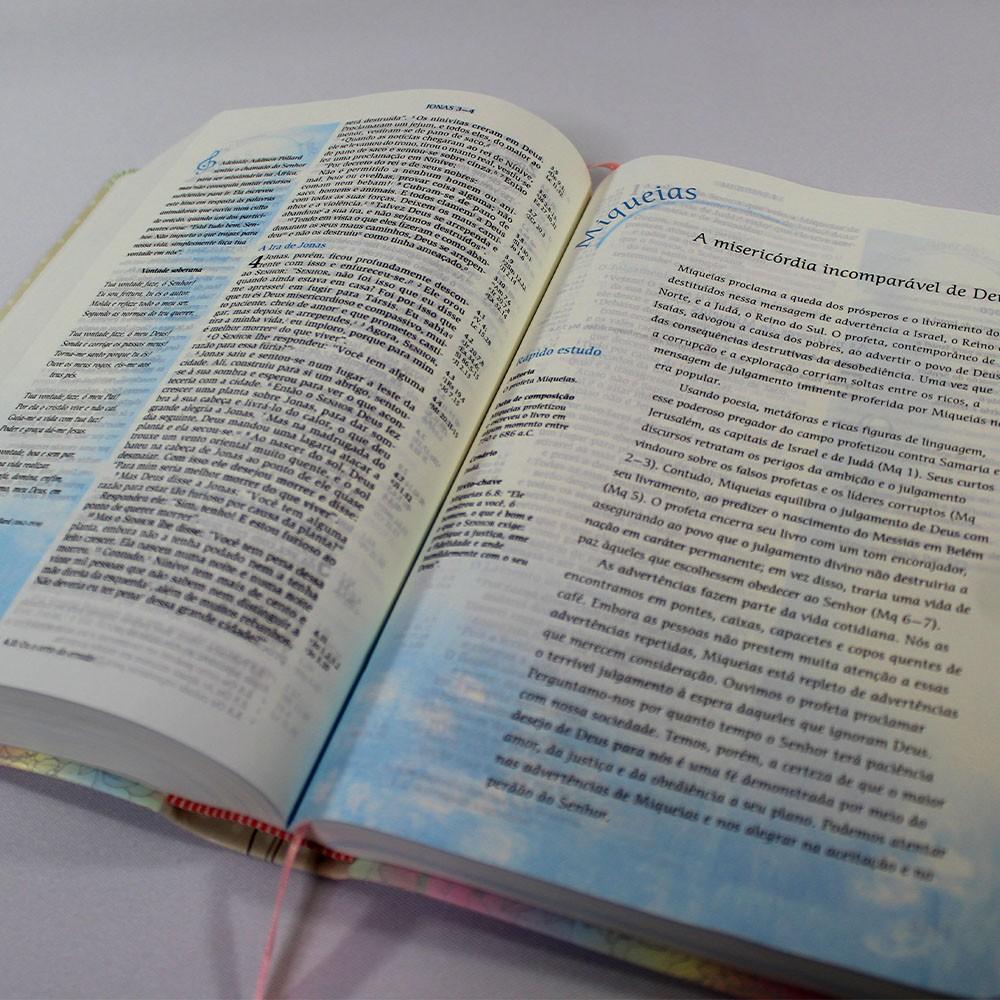 Bíblia de Estudo da Mulher de Fé   Luxo Florida   NVI