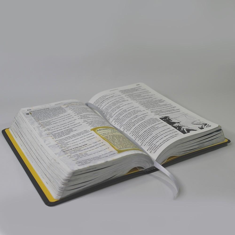 Bíblia em ação de estudo - Capa Luxo