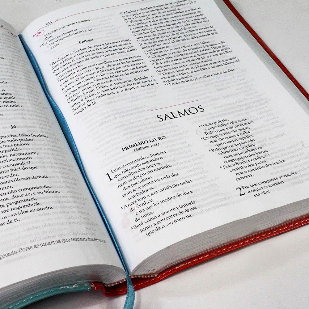 Bíblia Mulher Tu Estás Livre! Capa Luxo