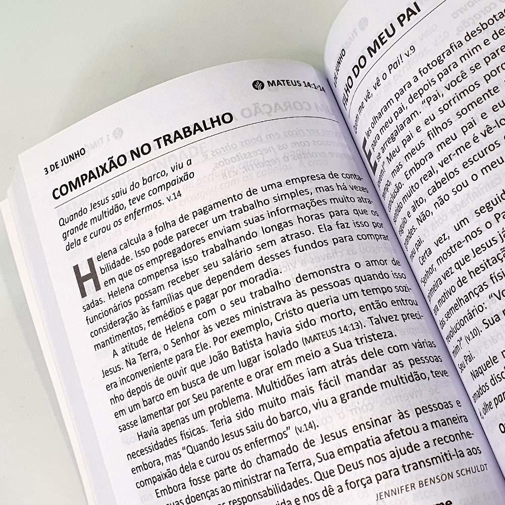 Caixa Pão Diário Vol. 25 | Ano 2022 | Capa Paisagem | 50 Unidades
