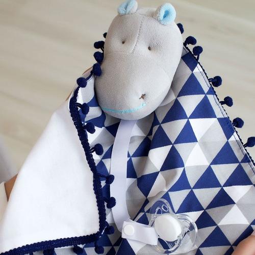 Naninha Pompom Com Prendedor De Chupeta Hipopótamo Marinho