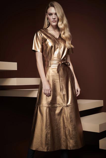 blusa decote v ouro bronze