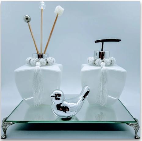 Kit Lavabo Difusor de Ambiente Clean + Saboneteira + Bandeja Espelhada 22 x 12 cm + Enfeite em Cerâmica