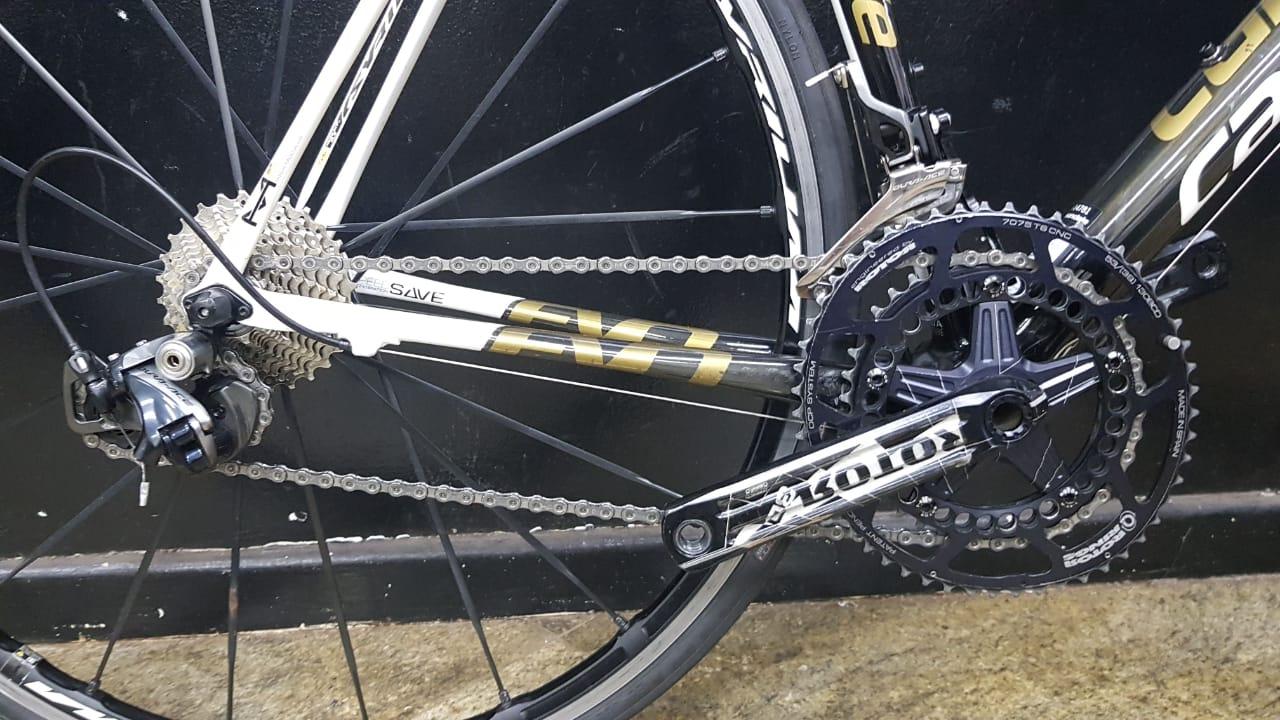 Bicicleta Cannondale SuperSix EVO HM Dura-Ace 9000 - tamanho 54 (produto usado)