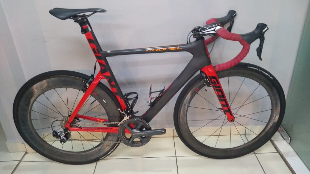 Bicicleta Giant Propel Advanced SL - tamanho M/L (produto usado)