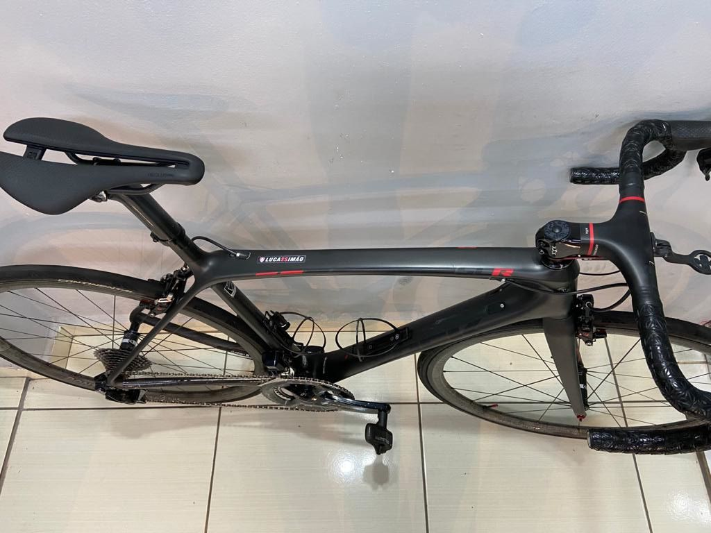 Bicicleta Trek Émonda SLR H1 Dura-Ace Di2 de 22 velocidades (produto usado)