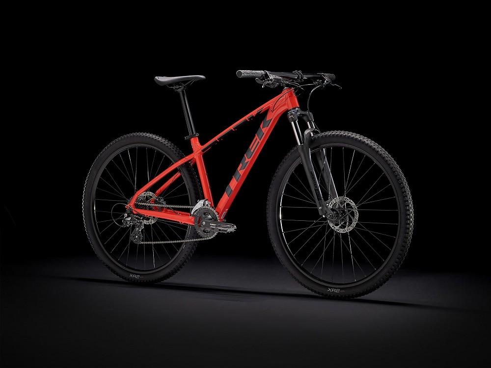 Bicicleta Trek Marlin 6 na cor Radioactive Red/Trek Black (lançamento 2021)