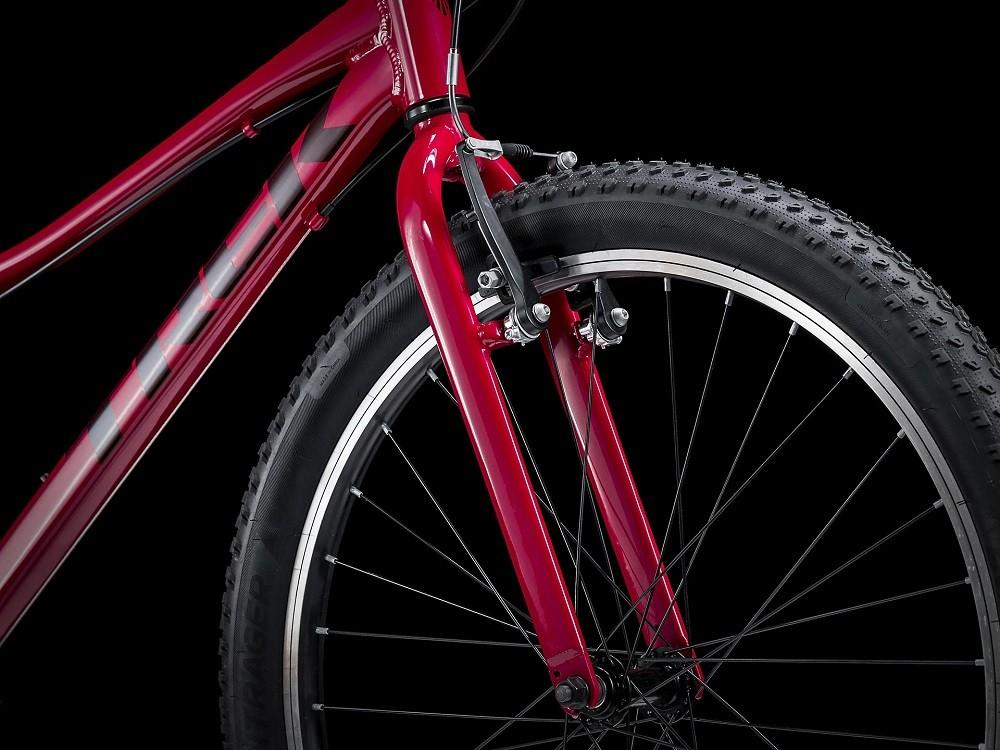 Bicicleta Trek Precaliber 24 com 8 velocidades na cor magenta