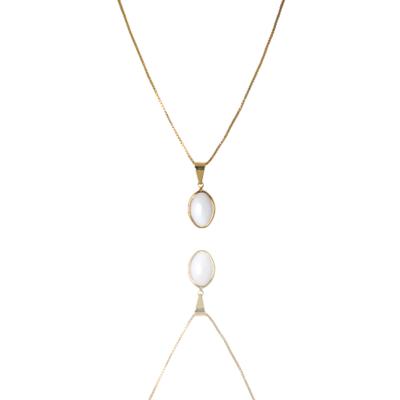 Colar Barbara Strauss Semi Joia Nashi em Resina Lalique Branca, Revestido Em Ouro Amarelo 18K