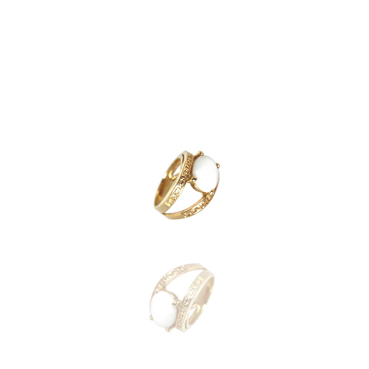 Anel Barbara Strauss Semi Joia Oval Em Quartzo Branco, Rev. Em Ouro Amarelo 18K