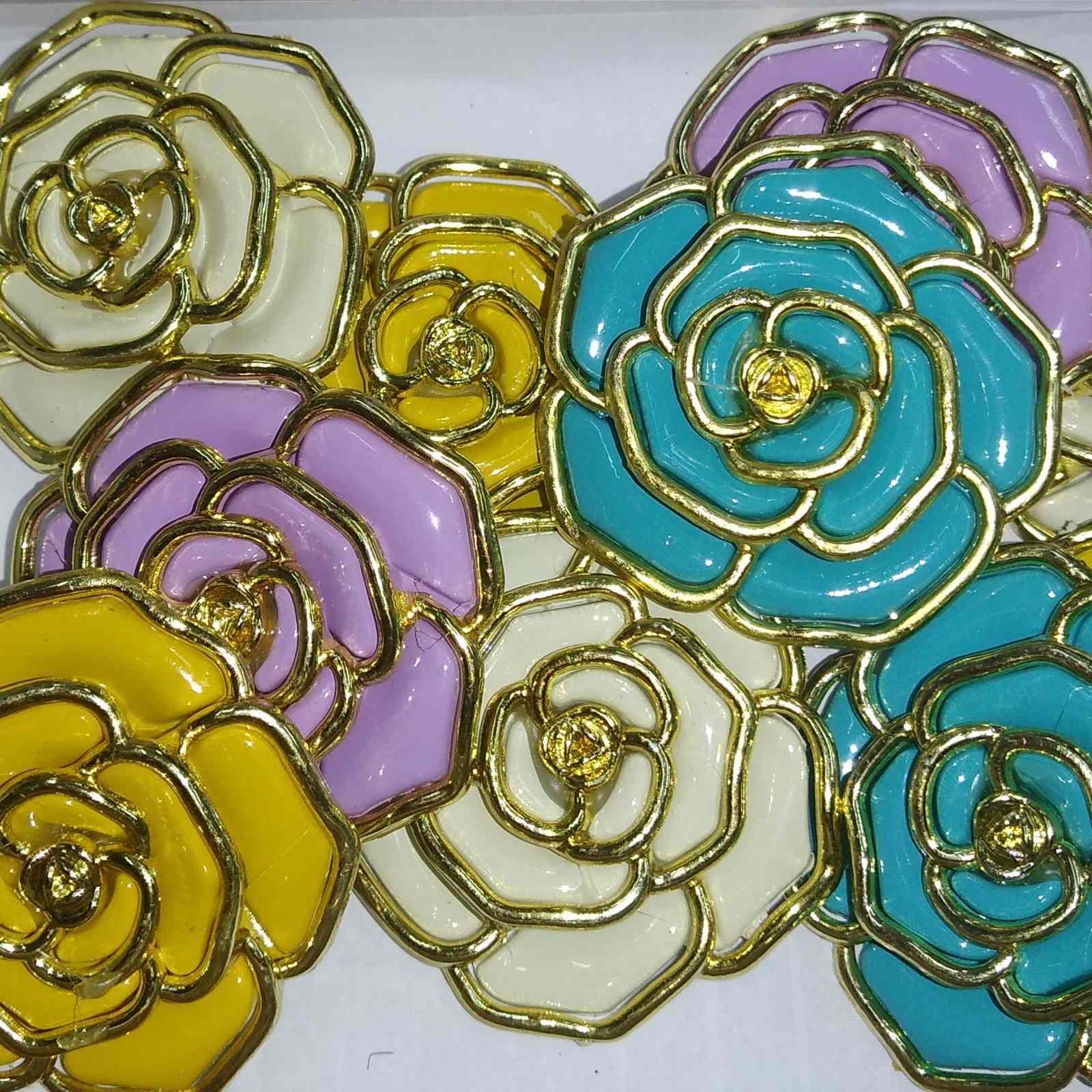 Enfeite de Flor Borda Dourada 48mm