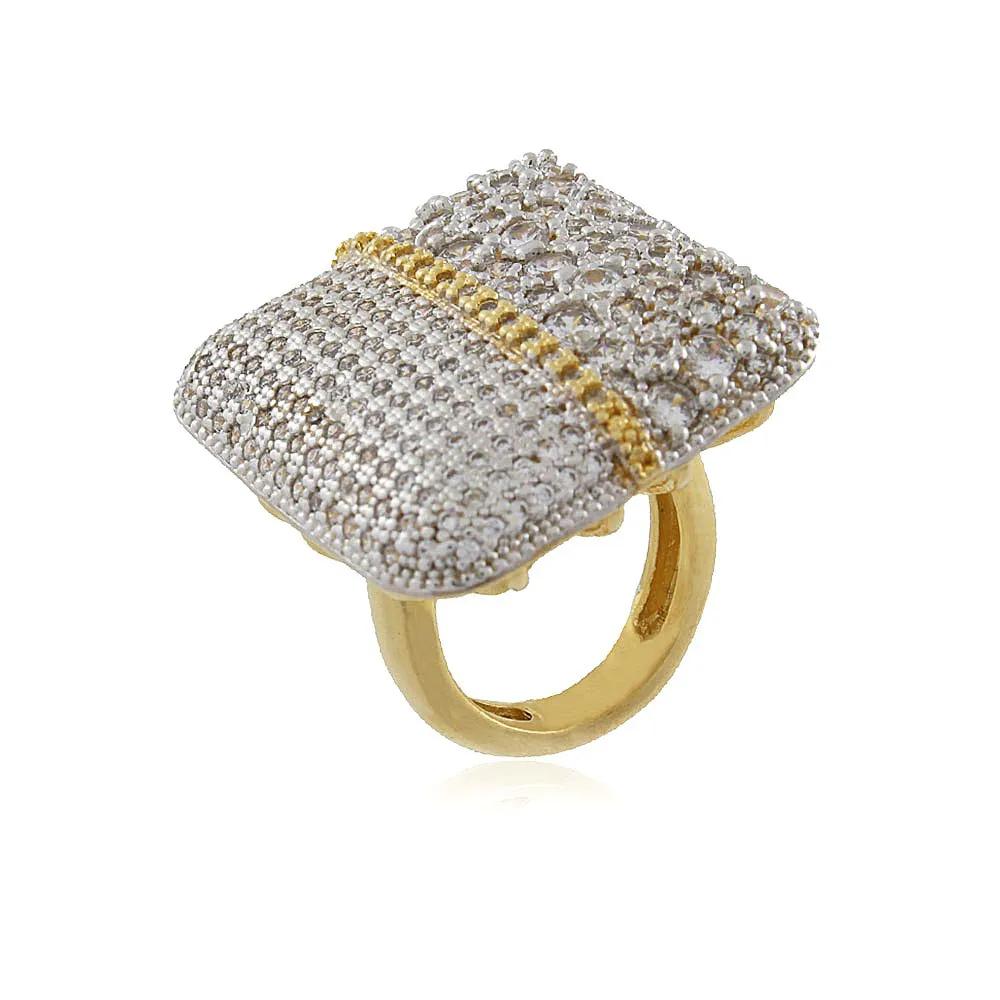 Anel Quadrado Cravejado com Zircônias Cristal Ouro