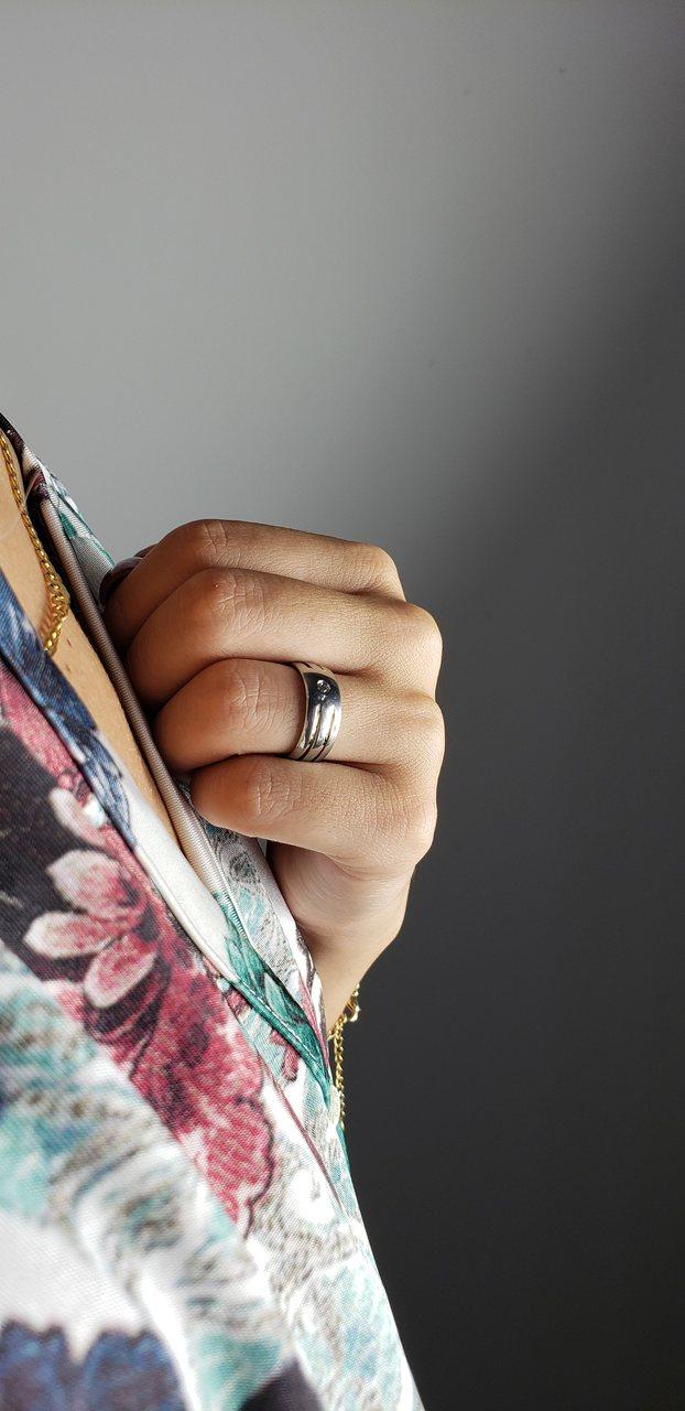 Par de Aliança de Namoro  Abaulada  8 mm com 2 filetes Interrompidos de Ouro