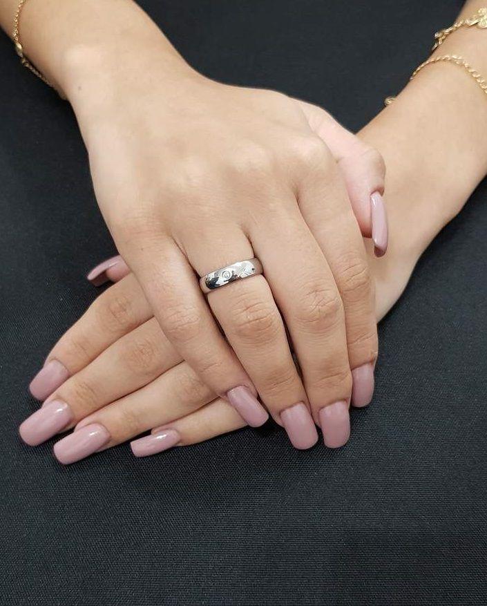 Aliança de Namoro de aço Fina Abaulada Lisa 5mm com pedra