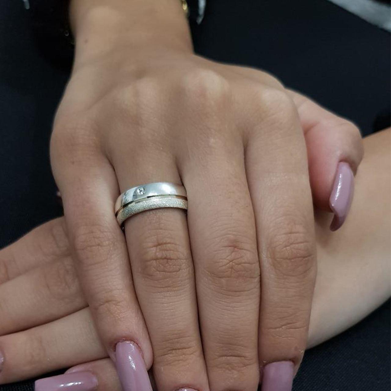 Aliança de Namoro de Prata de lei 6mm Lisa e Jateada com filete de Ouro