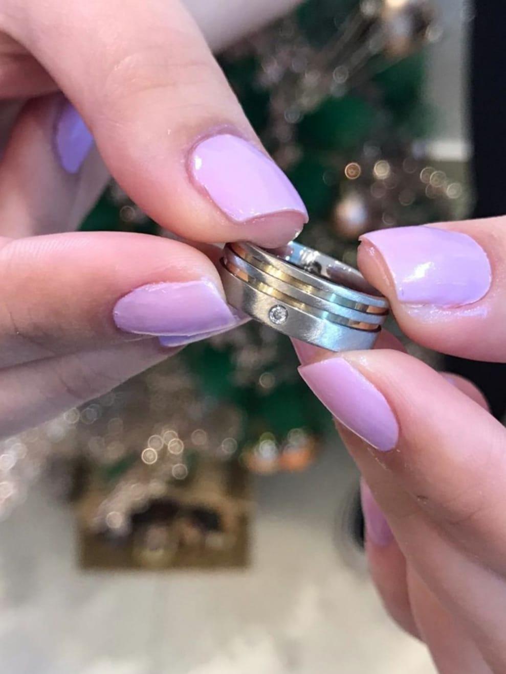 Aliança de Namoro MARSELHA de Aço Reta Fosca com 2 Frisos laterais em Ouro