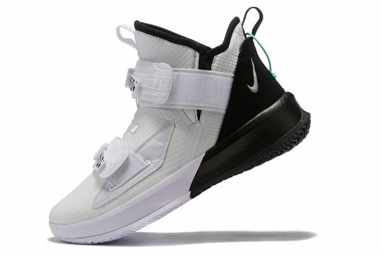 Tênis Nike LeBron Soldier XIII