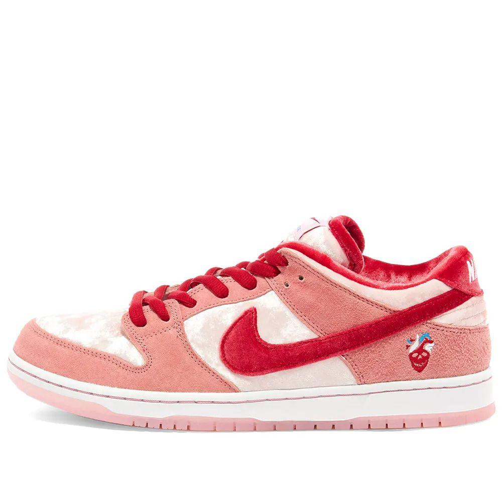 Tênis Nike SB Dunk Low x StrangeLove