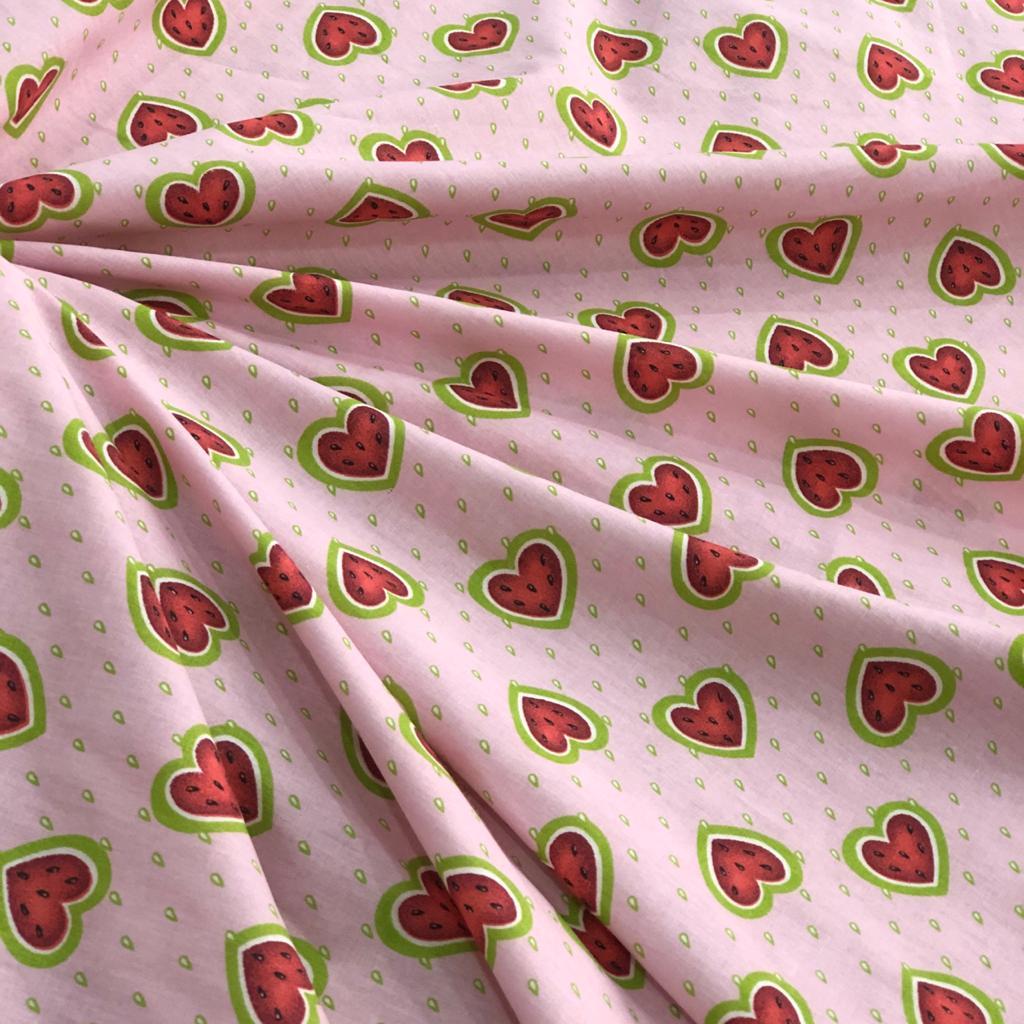 Tricoline Estampada Coração Fundo Rosa