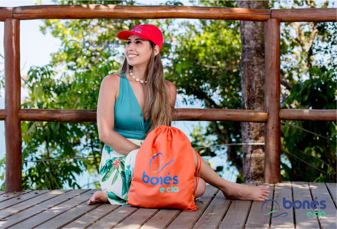 Sacochila ou mochila de costa em tecido tactel (microfibra) 35x40cm - R$6,59 unidade pedido mínimo de 100 unidades