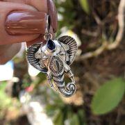 Pingente de Prata 925 Cabeça de Elefante e Safira 3,5cm