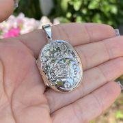 Pingente de Prata 925 Relicário Oval Trabalhado Flor