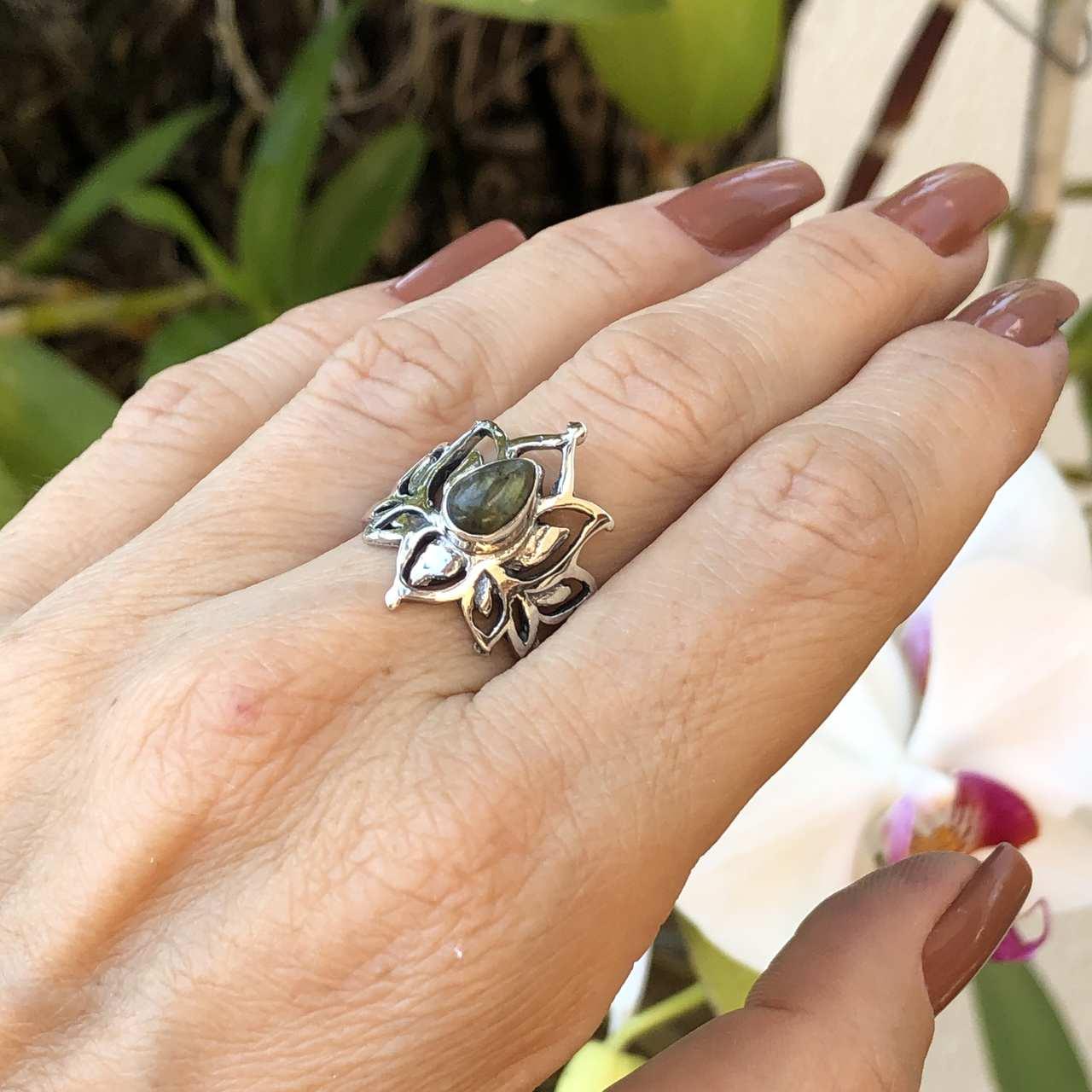 Anel de Prata 925 Flor de Lótus Pedra Labradorita