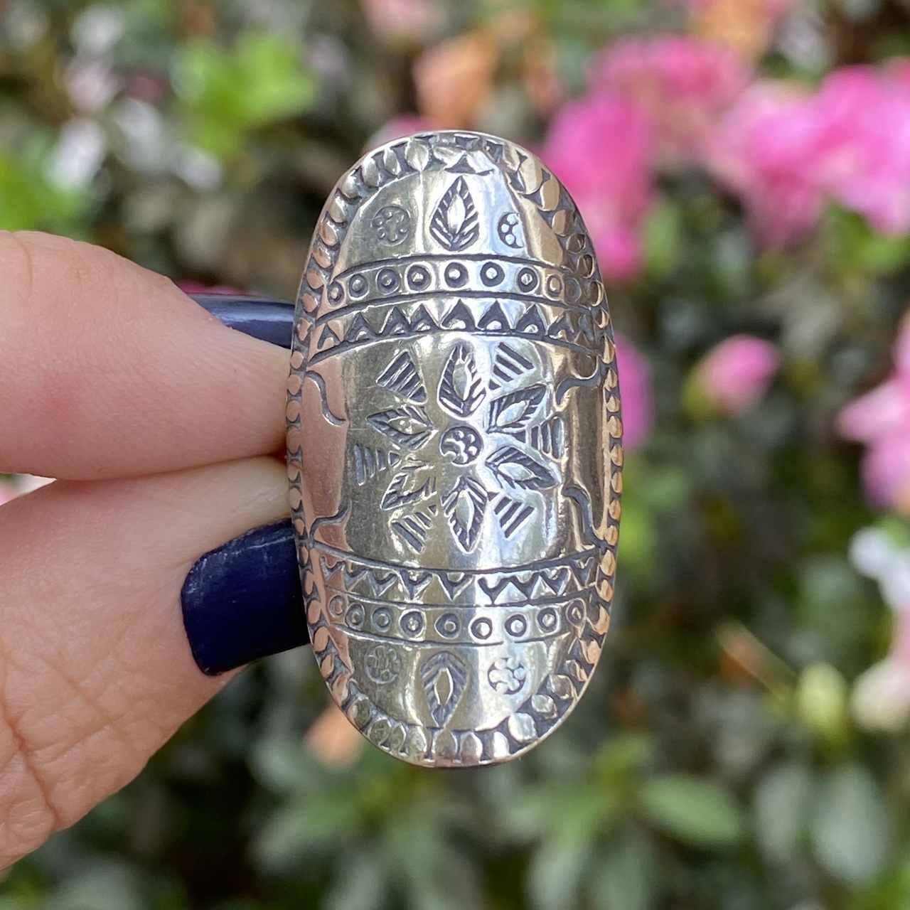 Anel de Prata 925 Oval Desenho Tribal Envelhecido