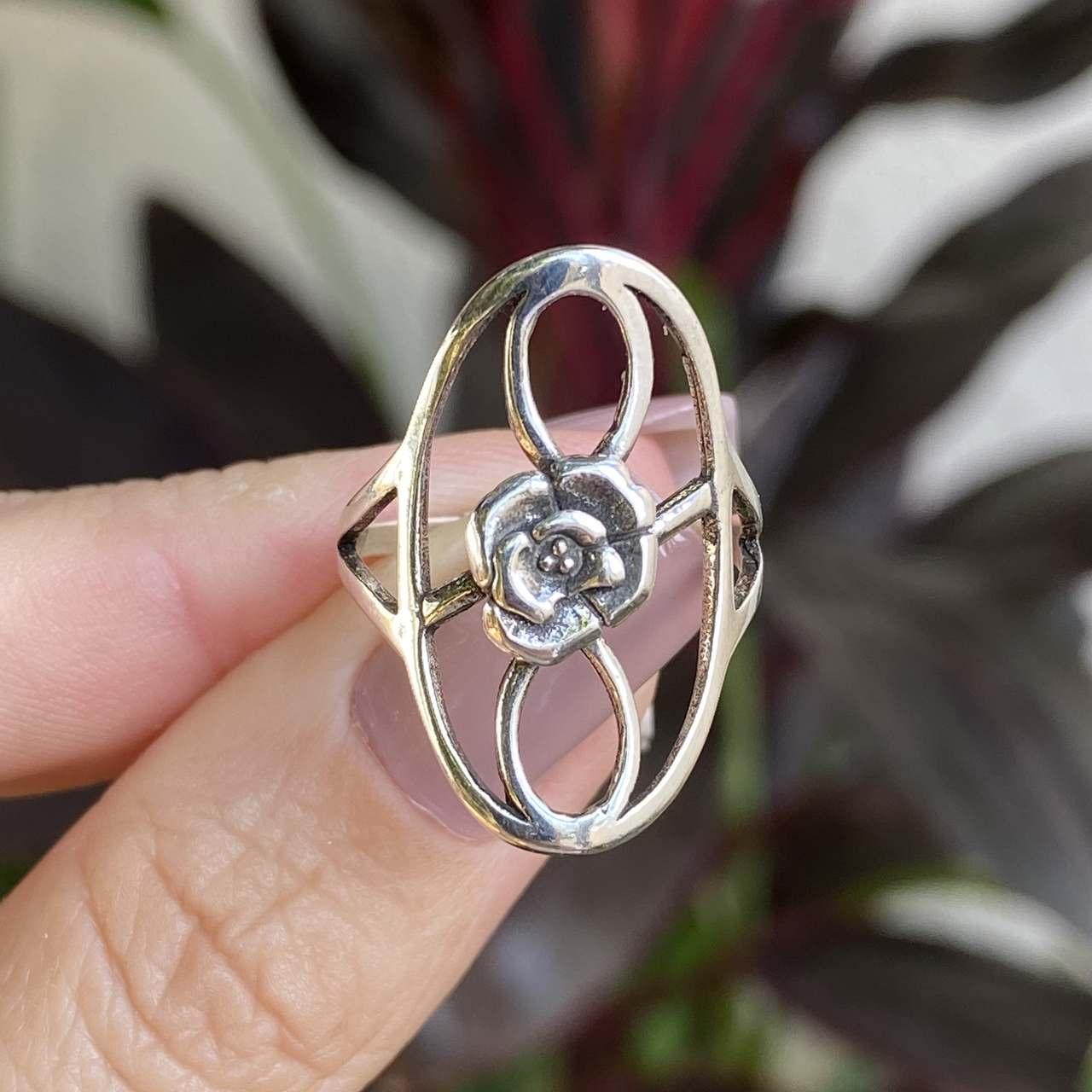 Anel de Prata 925 Oval Detalhe com uma Rosa