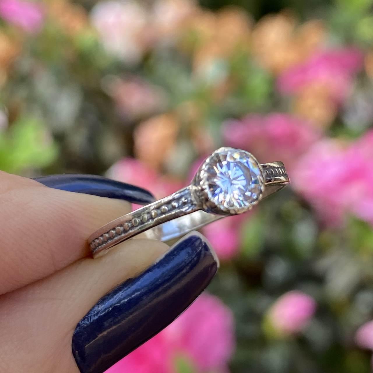 Anel de Prata 925 Solitário Detalhes Envelhecido Bolinhas
