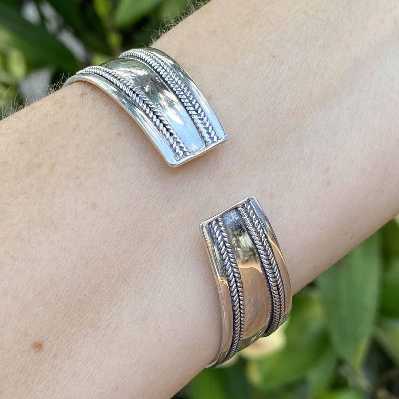 Bracelete de Prata 925 Indiano Centro e Bordas Trabalhado