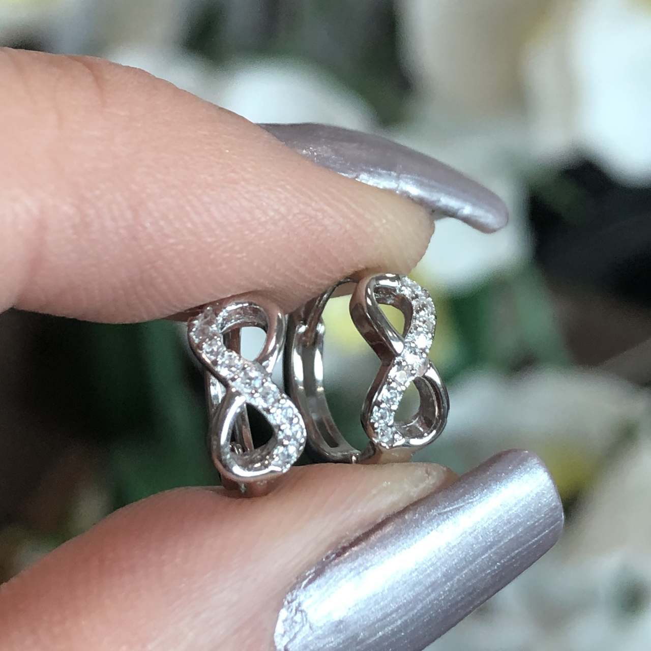 Brinco de Prata 925 Argolinha Infinito Cravejado Cristal