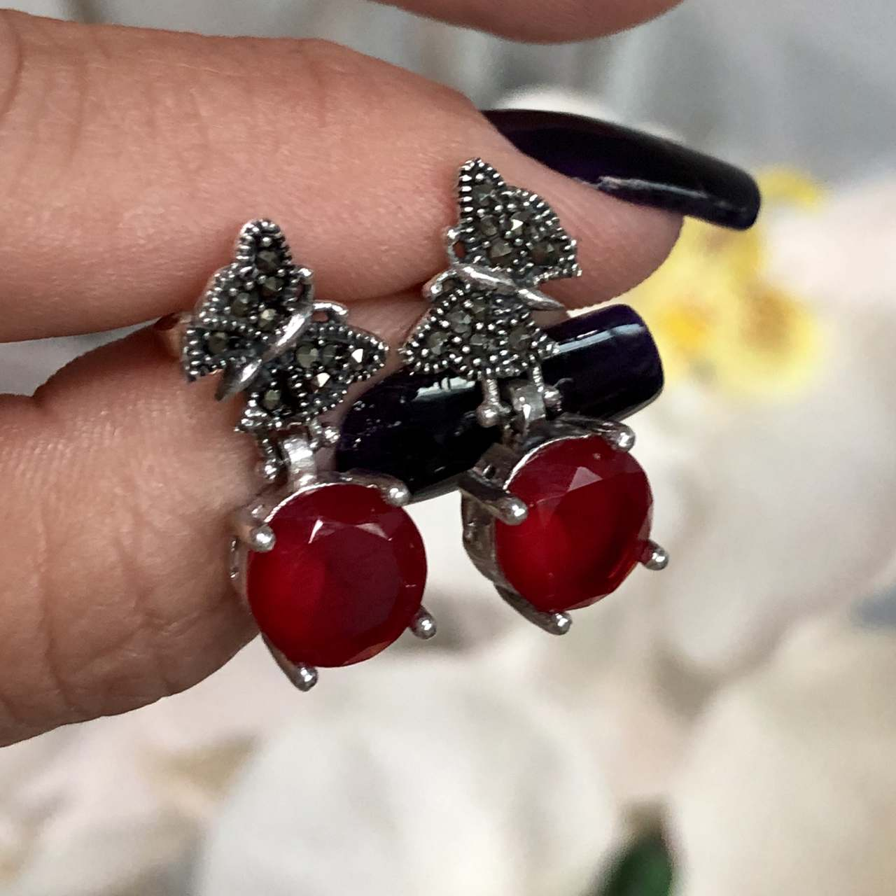 Brinco de Prata 925 Borboleta e Pedra Ágata Vermelha