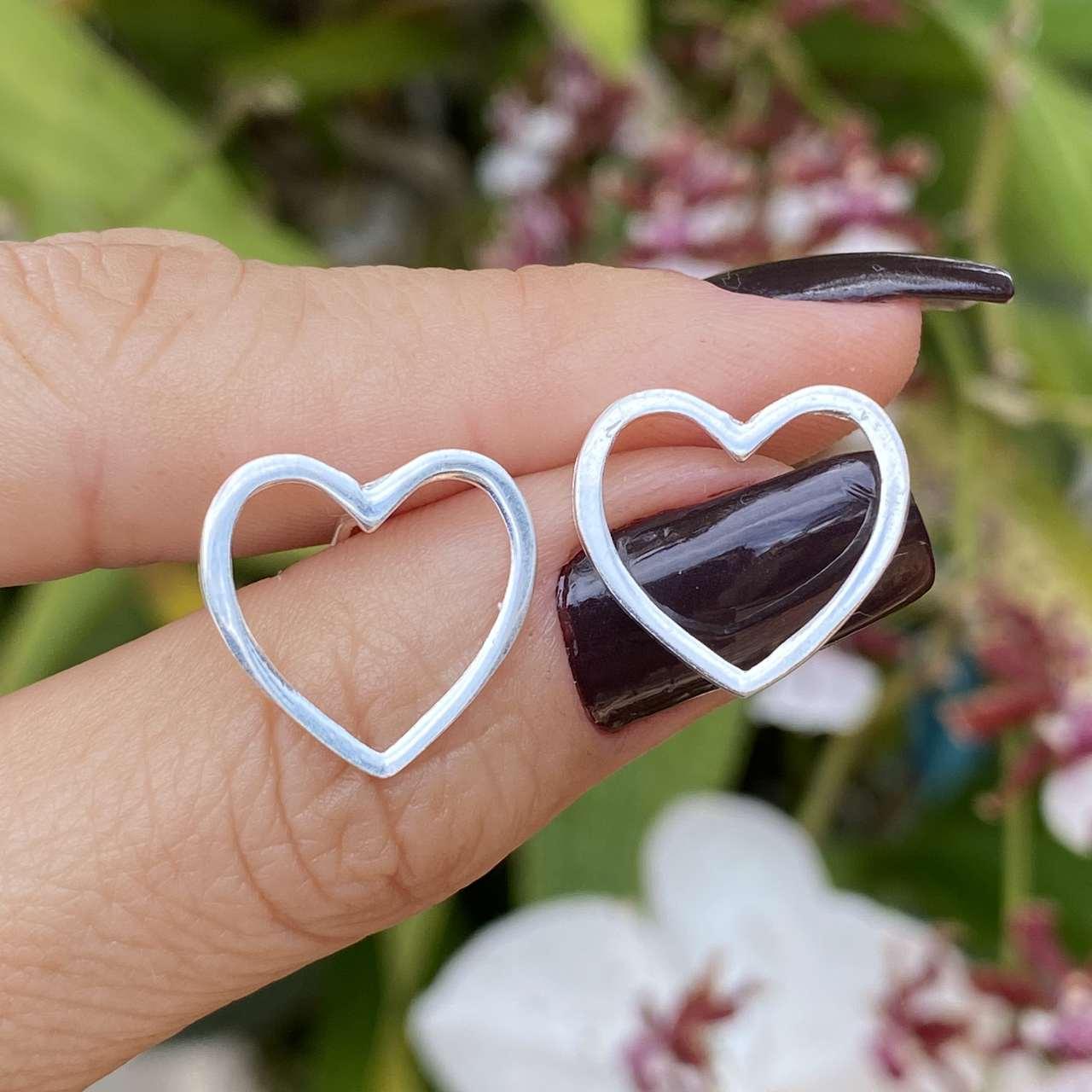 Brinco de Prata 925 Coração Vazado Fio Quadrado 1,8cm
