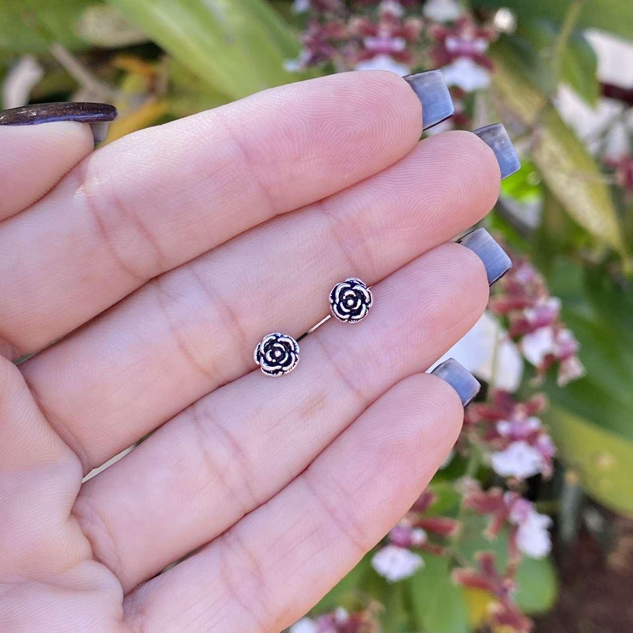 Brinco de Prata 925 Florzinha Envelhecida 7MM