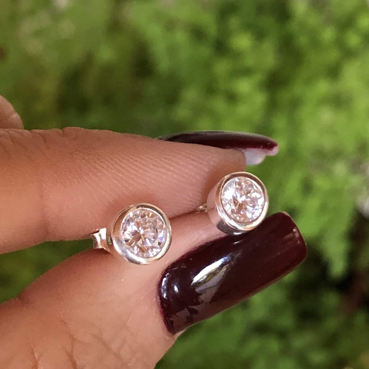 Brinco de Prata 925 Redondo Zircônia Cristal Ponto de Luz