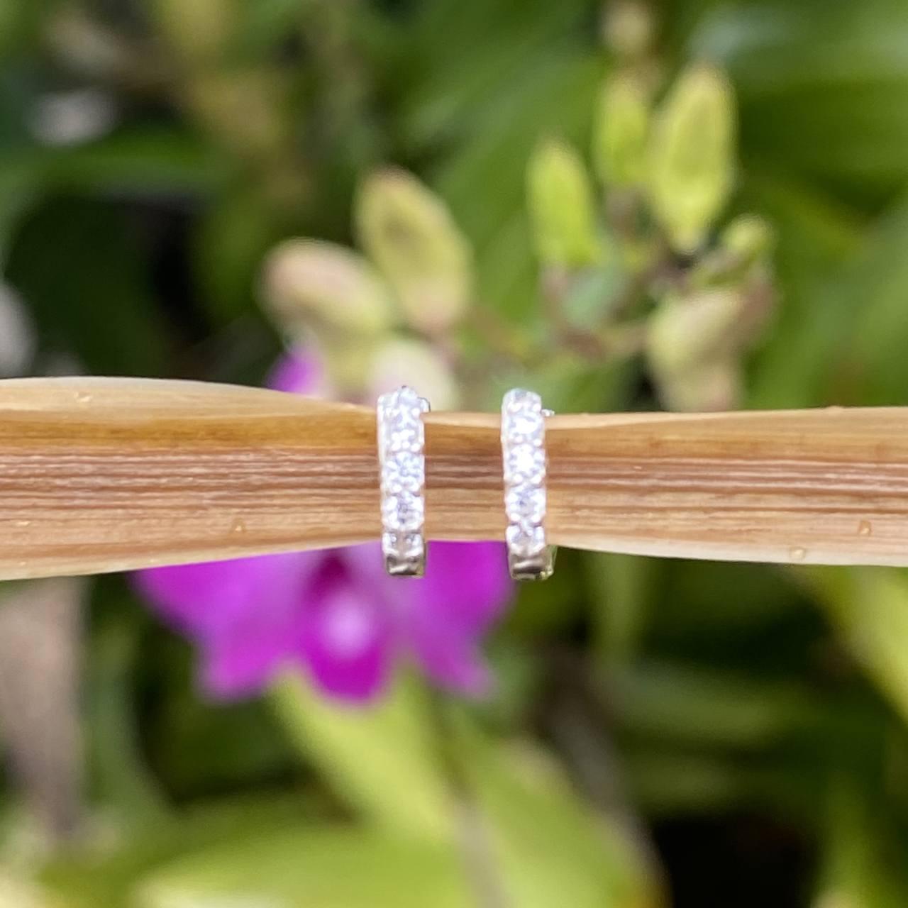 Brinco de Prata Argolinha Cravejada Fina 1 Fileira 0,8cm