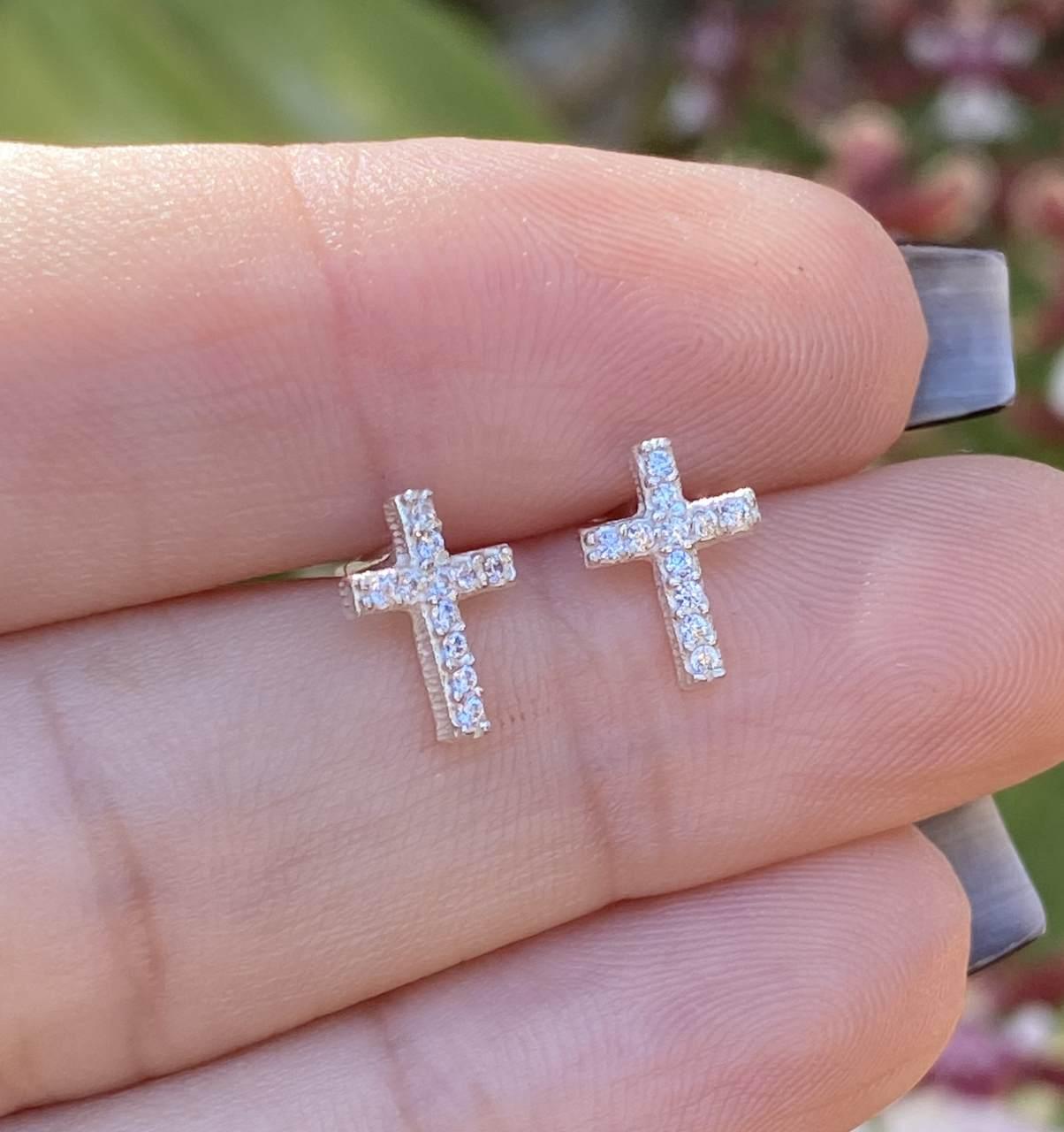 Brinco de Prata Cruz Cravejado Cristal Segundo Furo 1cm