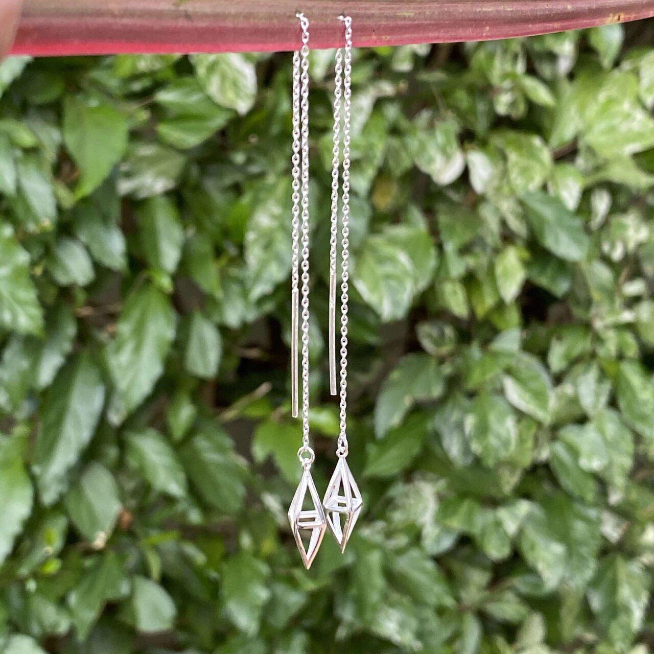 Brinco de Prata Fio Corrente Ponta Diamante Vazado 14,5cm