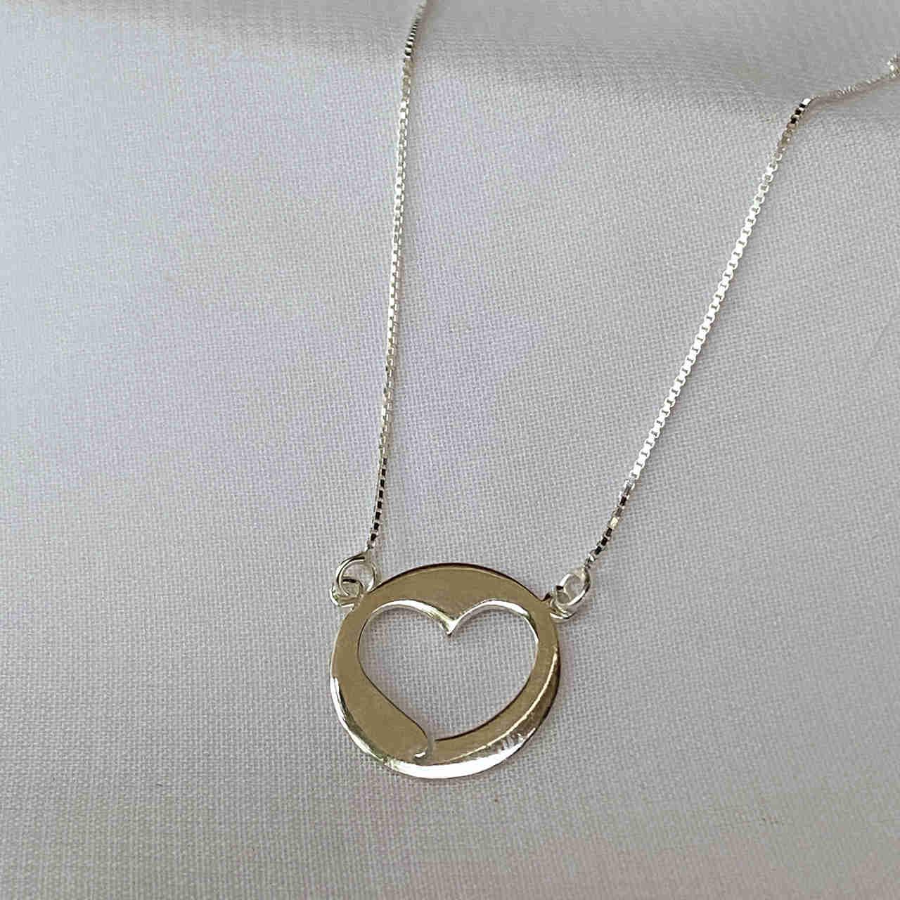 Colar de Prata 925 Redondo Coração no Meio
