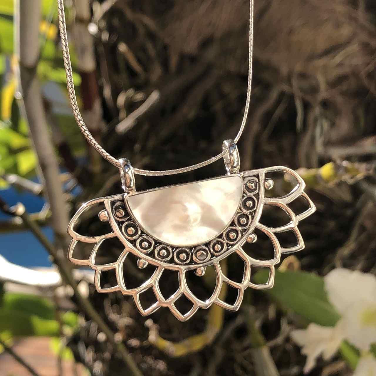 Pingente de Prata 925 Flor de Lótus Madrepérola
