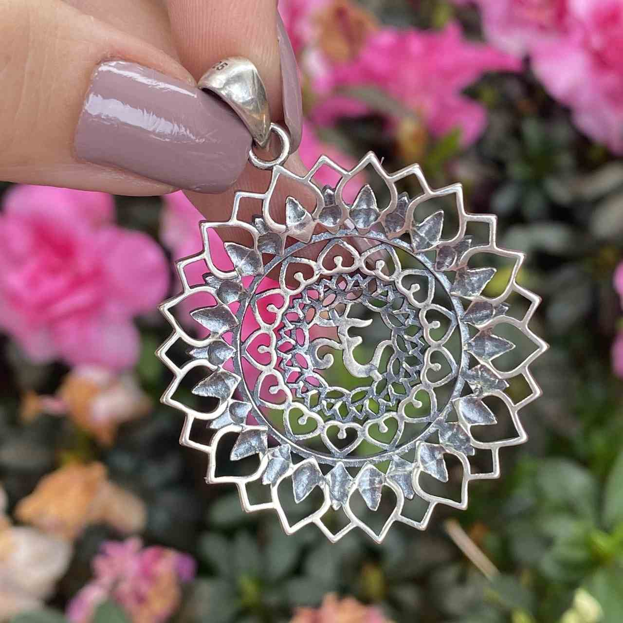 Pingente de Prata 925 Mandala Flor de Lótus OM