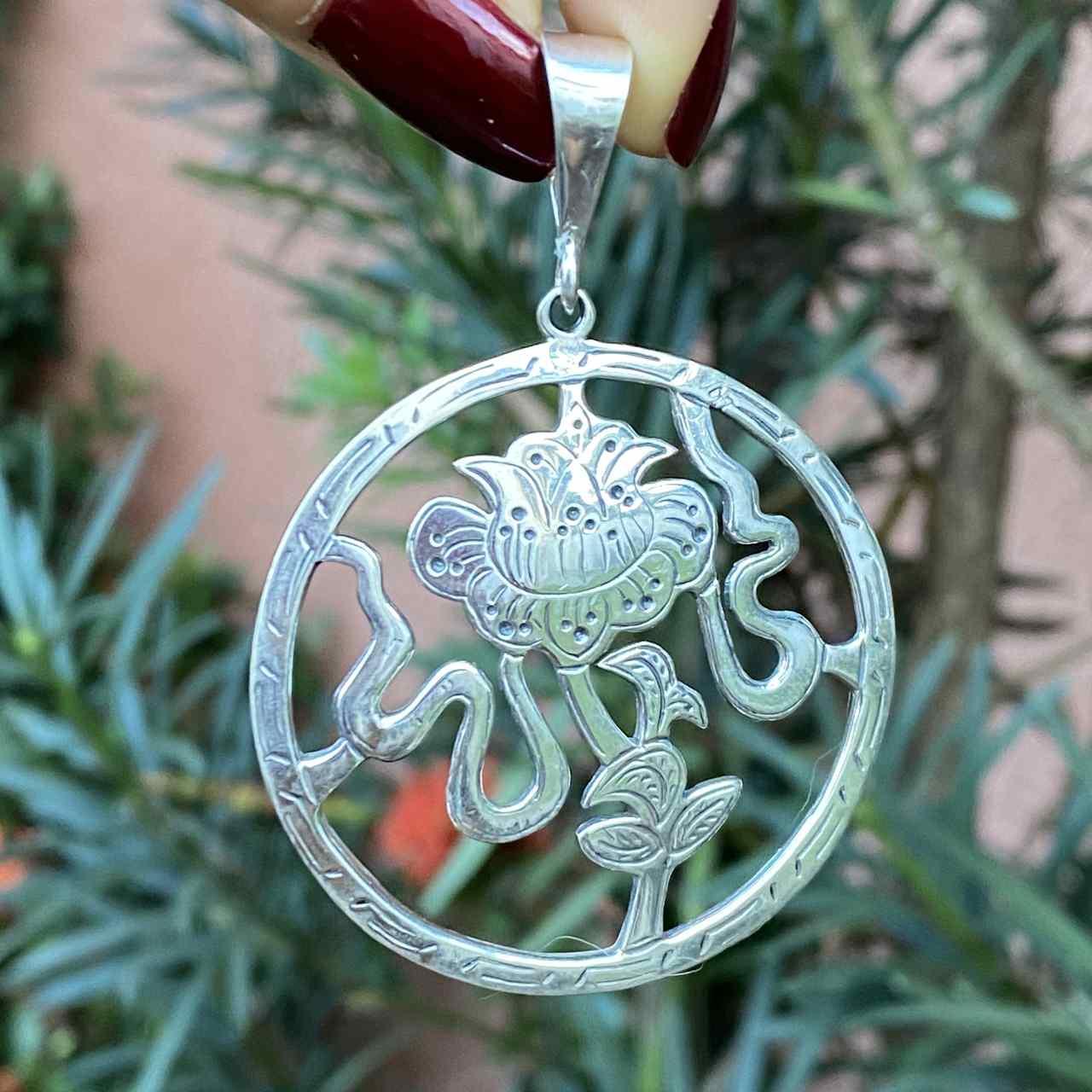 Pingente de Prata 925 Mandala Vazado com Flor de Lótus
